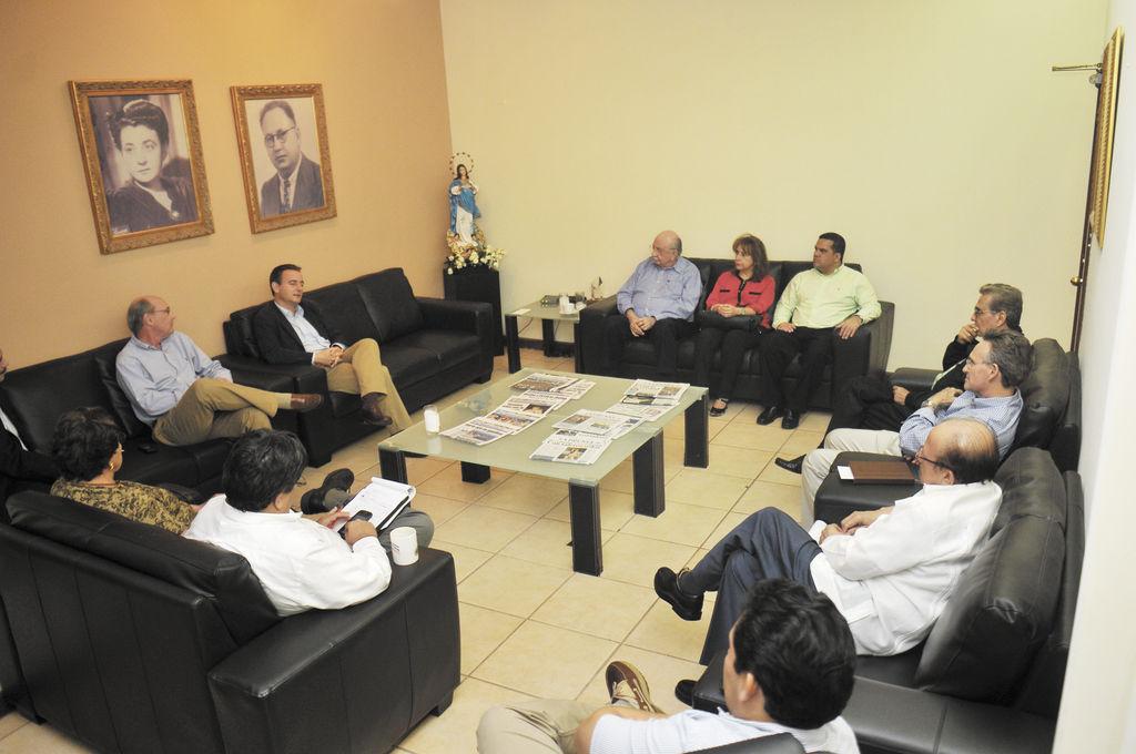Embajador de España visita LA PRENSA