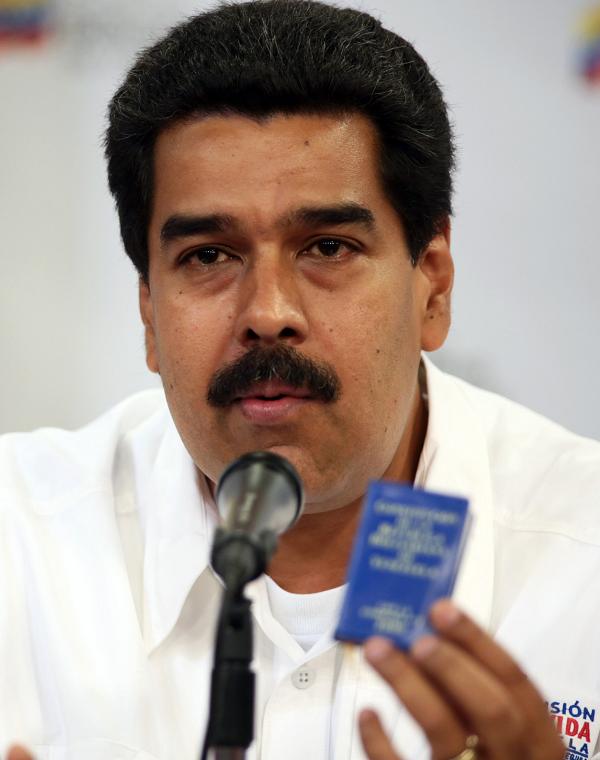 """Maduro denuncia """"ataques"""" de EE.UU. y llama a salir a las calles"""