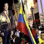 Centenares de chavistas se reúnen en la Plaza Bolívar de Caracas para lamentar la muerte del presidente venezolano, Hugo Chávez, casi tres meses después de operarse por cuarta vez de un cáncer el pasado 11 de diciembre en La Habana. LA PRENSA/EFE/David Fernández