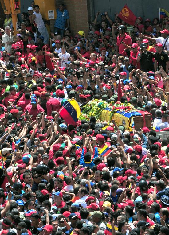 Féretro de Chávez llega a Academia Militar