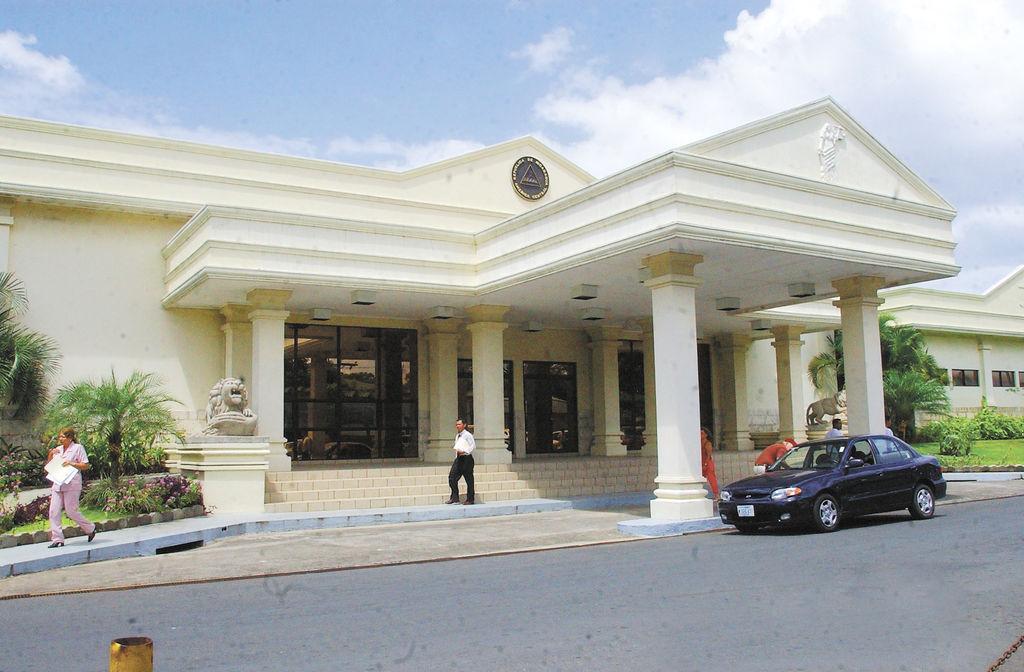 Justicia reduce pena a banca de narcotraficantes y expolicías