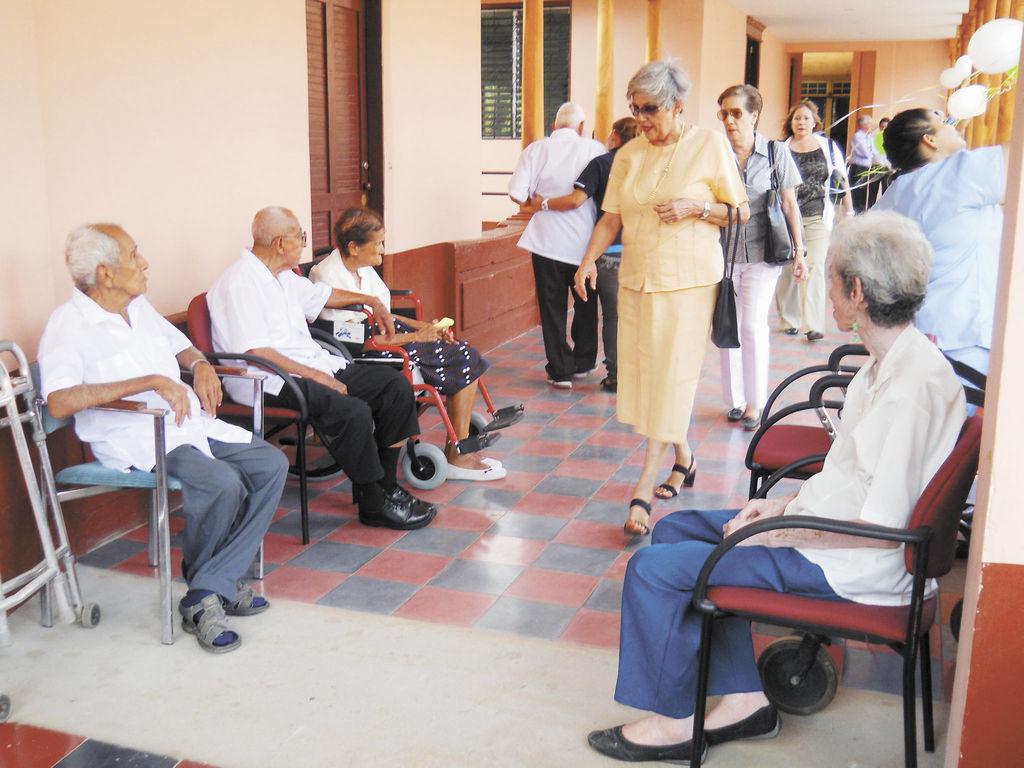 Mejoran asilo de ancianos la prensa for Asilos para ancianos