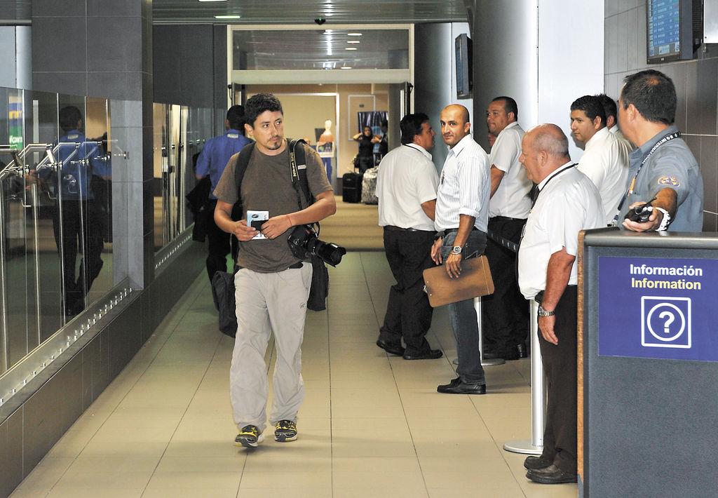 El reportero gráfico de AFP, Héctor Retamal,  llegó el sábado a Costa Rica deportado por el gobierno del presidente inconstitucional de Nicaragua, Daniel Ortega Saavedra. LA PRENSA/AFP