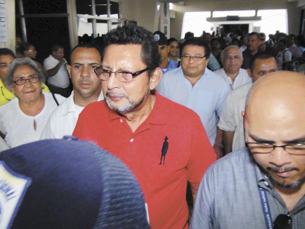 Lenín Cerna (al centro) responderá por su trabajo en el poder judicial al presidente inconstitucional, Daniel Ortega, se conoció extraoficialmente. LA PRENSA/E. LÓPEZ