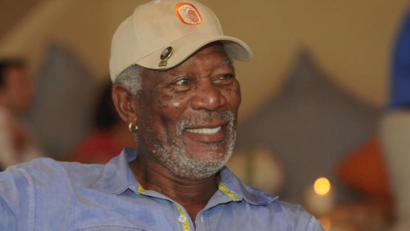 Morgan Freeman envía saludos a sus fans