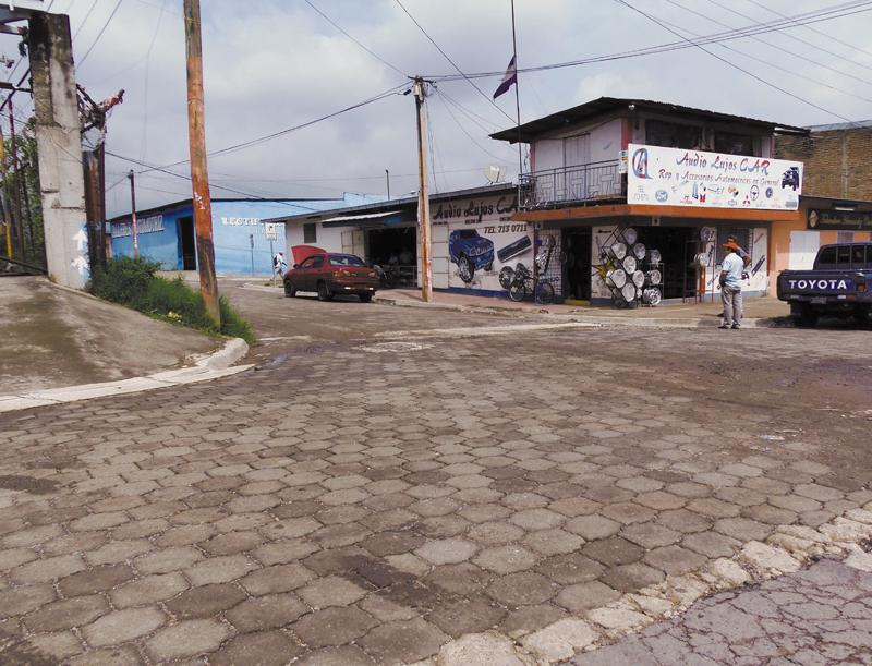 Cerca de la Panamericana la joven de 22 años recibió dos disparos. Algunos testigos afirman que oyeron cuatro detonaciones. LA PRENSA/R. MORA
