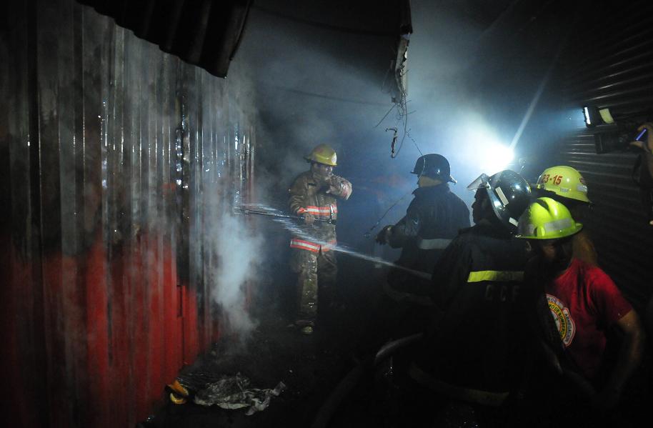 Comerciantes afectados por el incendio en el Oriental irán al INE
