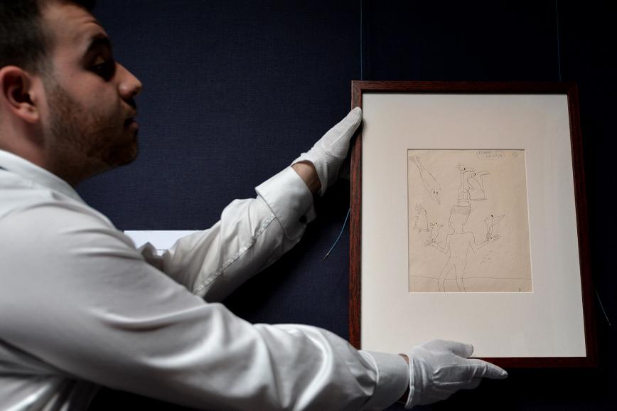 Exponen dibujos y manuscritos de John Lennon