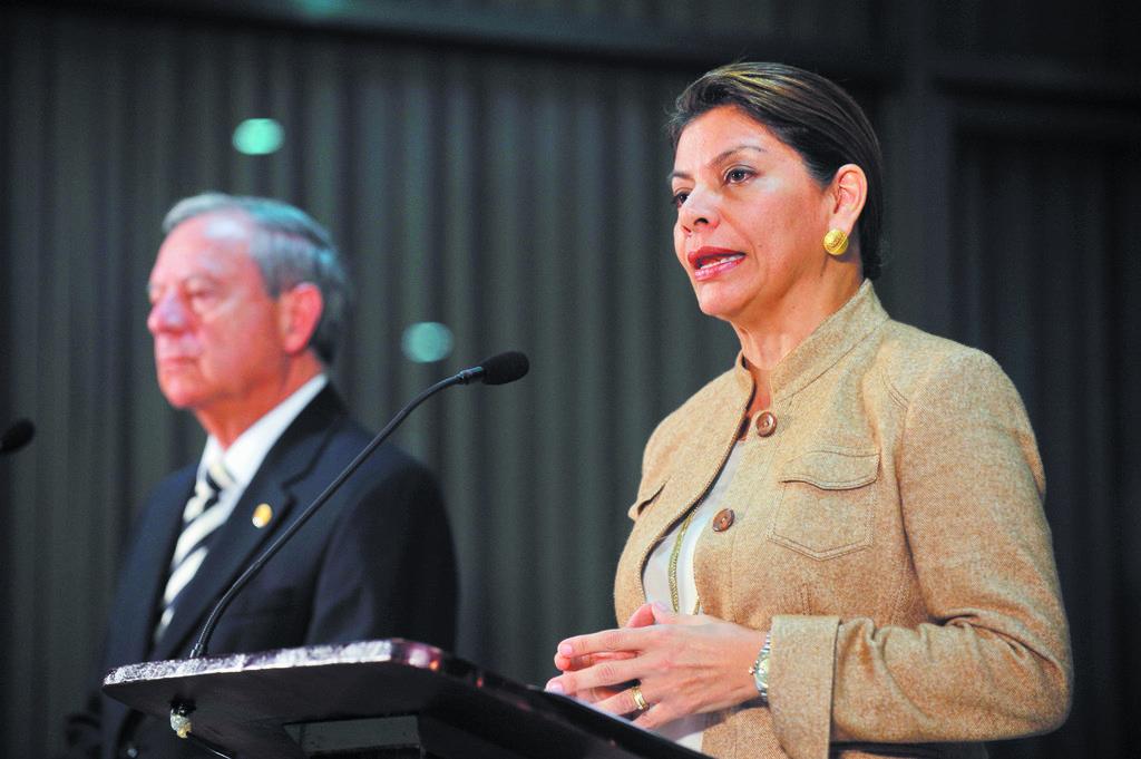Chinchilla firma ley para fortalecer capital humano y…