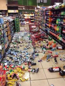 Así quedó un supermercado en Managua, luego del primero de un enjambre de sismos registrados al final de la tarde de este jueves.