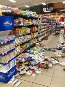 Algunos negocios cerraron sus puertas tras los sismos.