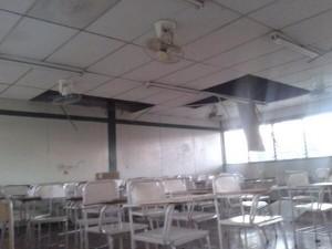 Aulas de la Universidad Nacional de Ingeniería con daños tras el fuerte sismo. Fotografía compartida por @b4yardo en Twitter.