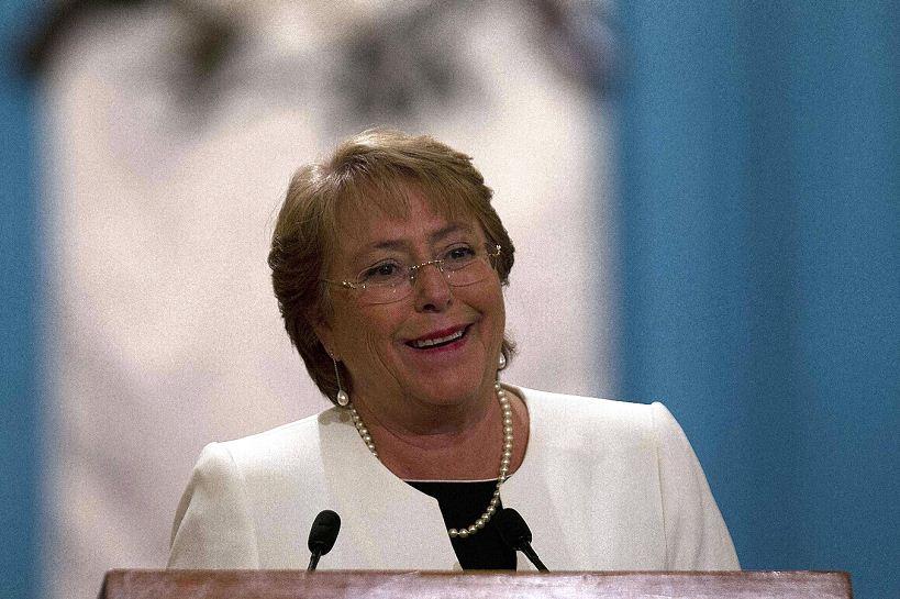 Aprobación a Bachelet en la más baja de sus mandatos