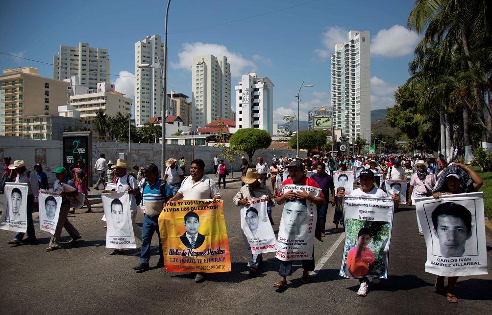 Persisten protestas en México por estudiantes de Ayotzinapa