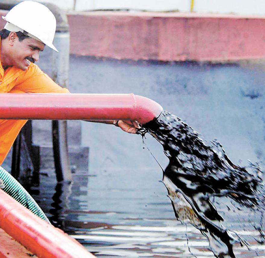 Petróleo baja un 2.48 por ciento y cierra en 44.78 dólares