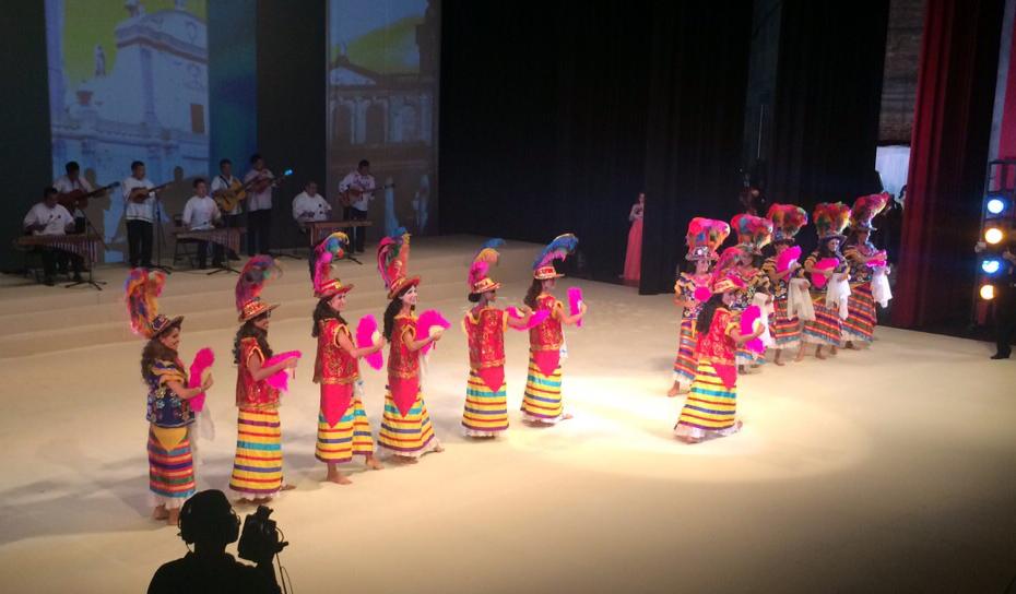 El certamen de Miss Nicaragua inició con las candidatas vestidas de mestizaje, bailando al son de la tradicional marimba de arco, en la Sala Mayor del Teatro Nacional Rubén Darío. LA PRENSA/O. Navarrete