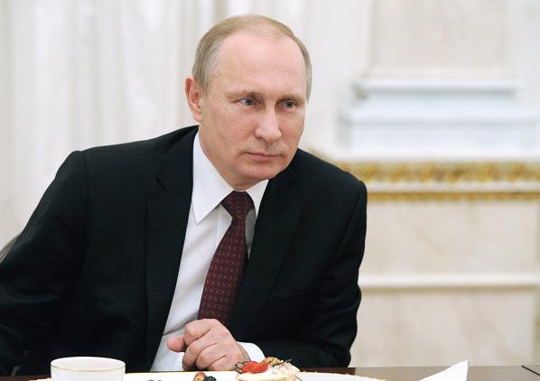 Elaboran estatua de chocolate de Putin a tamaño real en su ciudad natal