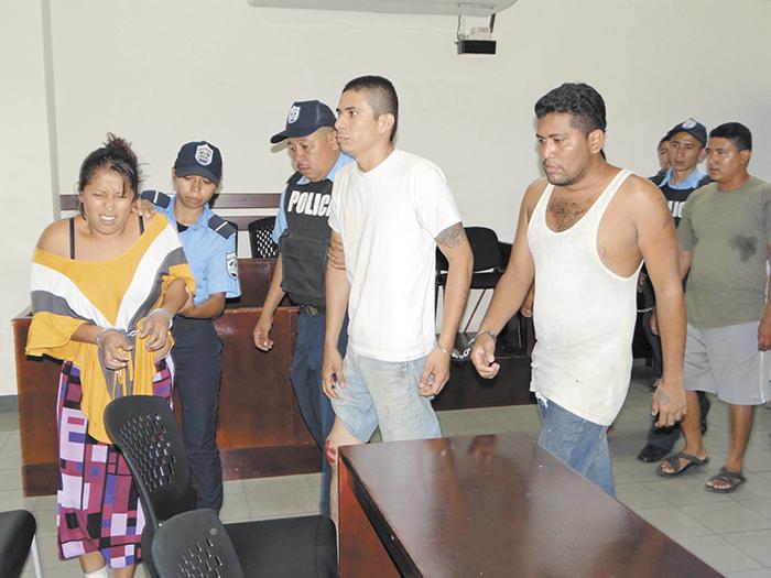 Nahum Bravo posee antecedentes penales por asedio, hurto y estafa  menor en el 2010 y 2012. También fue remitido a Medicina Legal para valoración psiquiátrica a petición de su defensa. LA PRENSA/ A. FLORES
