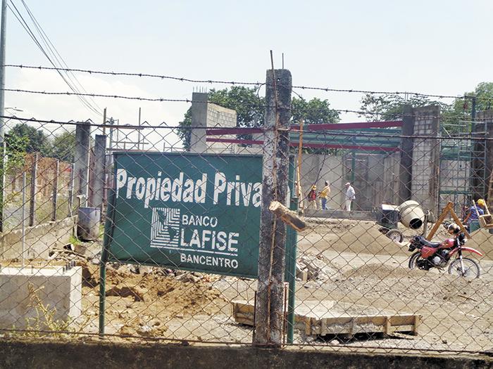 Bancentro Lafise crece en Chinandega,  ahora construye la sucursal en la esquina antigua frente a Mi Rancho-Barrio El Calvario. LA PRENSA/ S.MARTÍNEZ