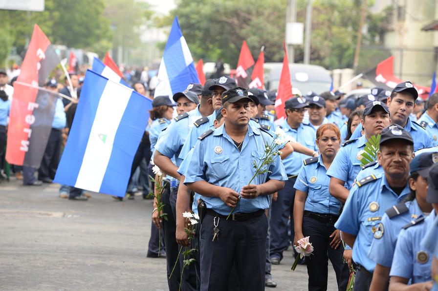 Trabajadores públicos y policías rinden tributo a Tomás Borge