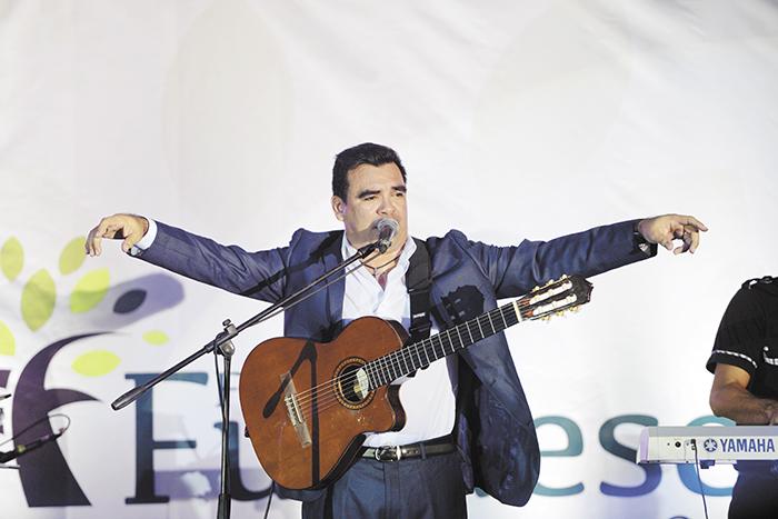 Juan Solórzano y Macuá le cantan a Minguito