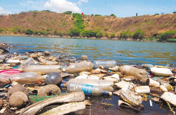 La mala administración del tratamiento de residuos,  históricamente en Managua, ha condenado a la laguna de Tiscapa, Nejapa y el propio Lago Xolotlán. La Prensa/ archivo