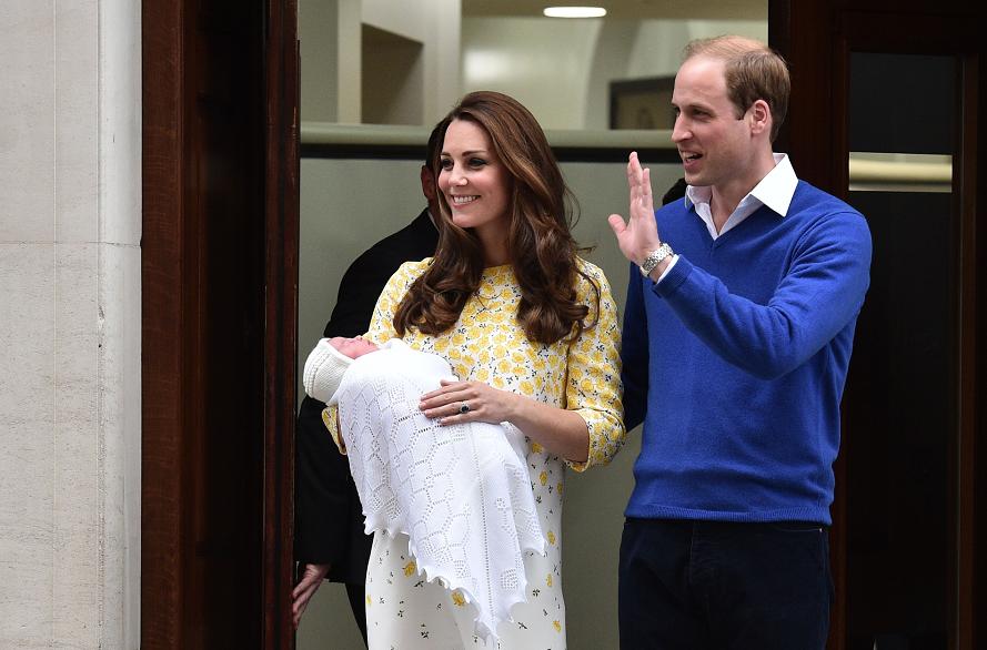 Catalina y el príncipe Guillermo presentan a su hija recién nacida