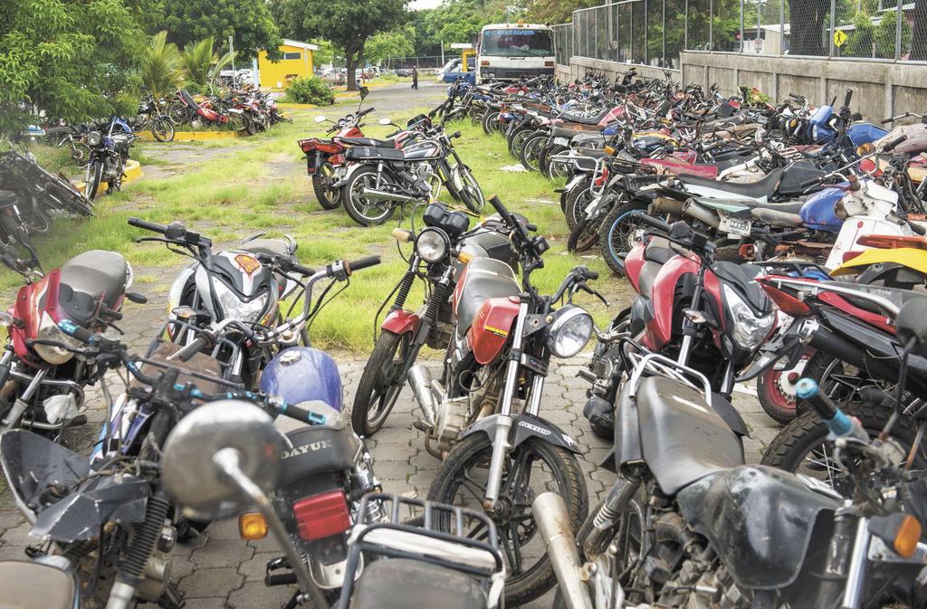 Policía retiene 158 vehículos