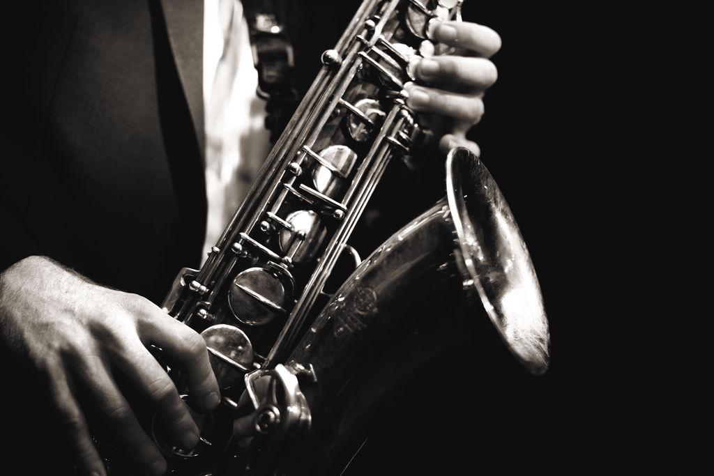 Al ritmo de jazz, blues, reggae y roots en el evento Chill & Vibrations con los artistas Dalhander & Frank Ko. Día: jueves 2 de julio. Hora: 8:00 p.m. Lugar: Chili Out Lounge, de la funeraria Monte de los Olivos, media cuadra al Norte. Entrada: 50 córdobas.