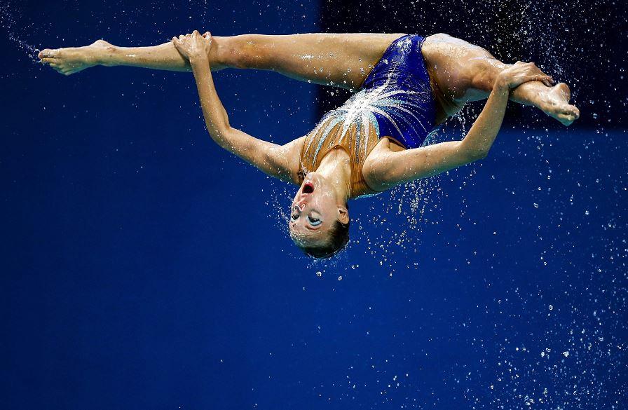 El equipo ruso de natación sincronizada durante su actuación en la final de rutina libre que se celebran en Kazán,Rusia LAPRENSA/EFE