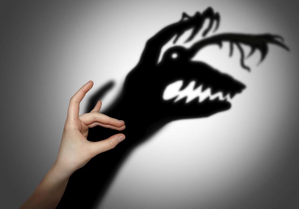 Quienes padecen de esquizofrenia pueden oír voces que los demás no oyen, creer que las personas les leen la mente, controlando sus pensamientos o planeando hacerles daño. LA PRENSA/Thinkstock