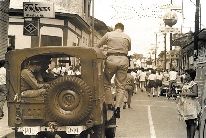 Foto de la Guardia Nacional en 1960 durante una manifestación estudiantil.
