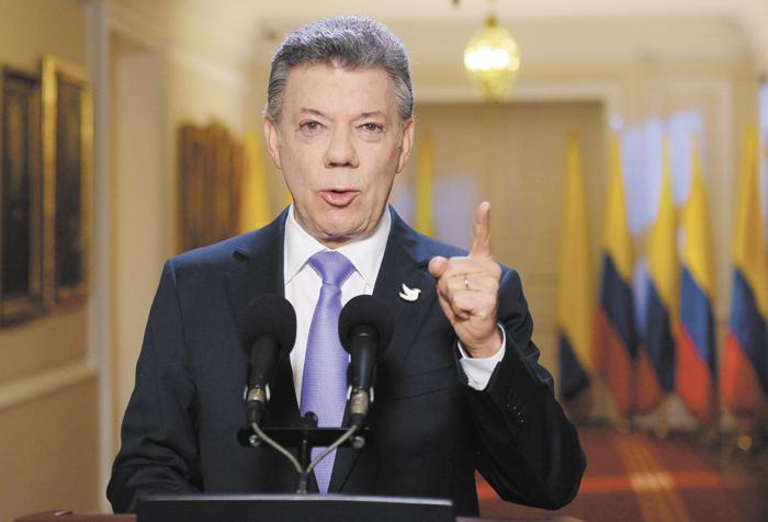 Santos impone ley que prohíbe cirugías estéticas a menores de edad