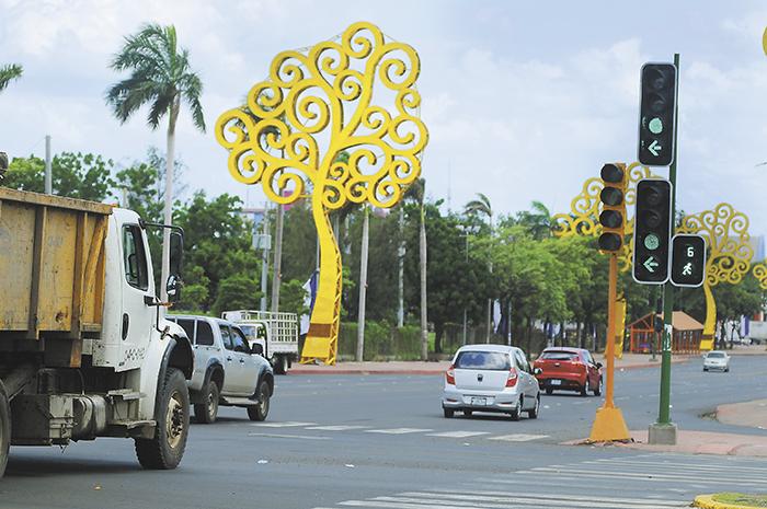 El proyecto de los semáforos inteligentes   ha sido manejado de forma poco transparente por la Alcaldía de Managua,  manteniendo muchos de sus detalles en secreto y sin abordar el tema con medios de prensa independientes.  Los aparatos ya empezaron a funcionar en varios puntos de la capital.   LAPRENSA/ ELISA VILLAGRA