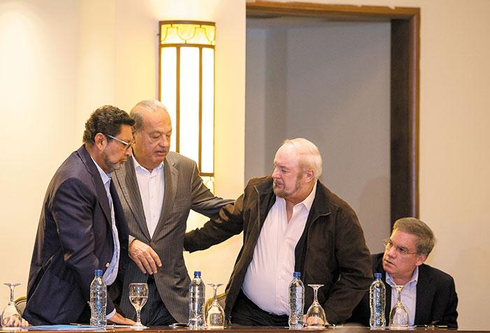 De izquierda a derecha: Bayardo Arce, asesor económico de la Presidencia; el magnate Carlos Slim, el empresario Carlos Pellas y José Adán Aguerri, presidente del Cosep.