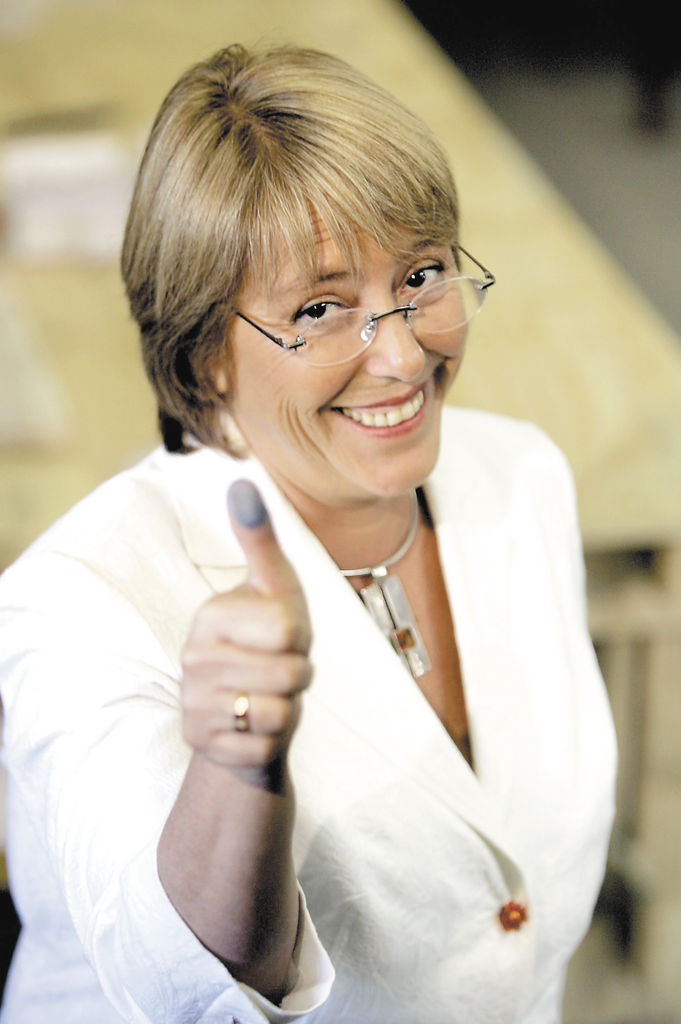 """""""En Latinoamérica  la pobreza tiene cara de mujer y de niño"""", Michelle Bachelet, 2012."""