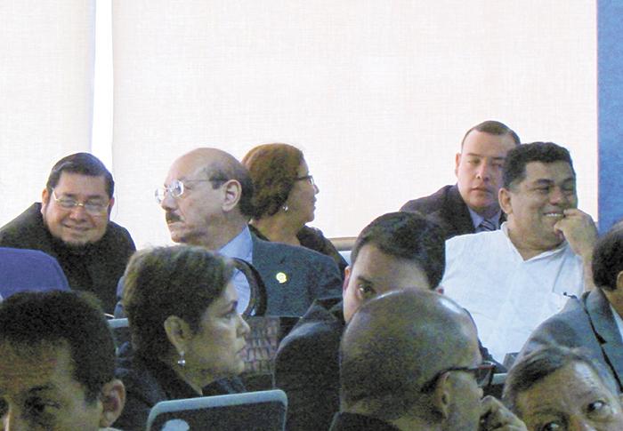 Diputados del Parlacen en una jornada de trabajo para elegir al presidente del organismo.  LA PRENSA/ISMAEL LÓPEZ