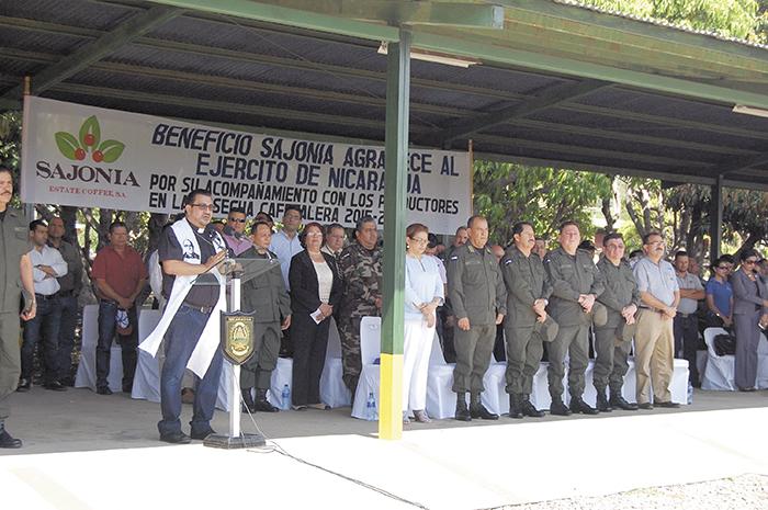 Miembros del Estado Mayor del Ejército y productores   inauguraron ayer el plan de seguridad de la cosecha cafetalera en Matagalpa.  LAPRENSA/SARA RUIZ