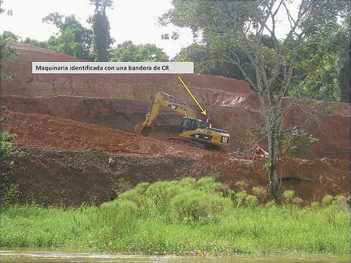 La trocha que Costa Rica construyó paralela al río San Juan afectó el ambiente en la zona. LA PRENSA/ARCHIVO