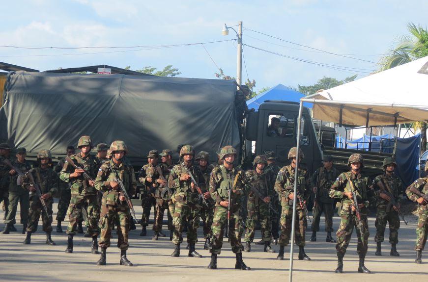 El Ejército de Nicaragua se hizo presente en la frontera para evitar el paso hacia Nicaragua de los migrantes cubanos varados en Costa Rica. LA PRENSA/CORTESÍA LA NACION DE COSTA RICA