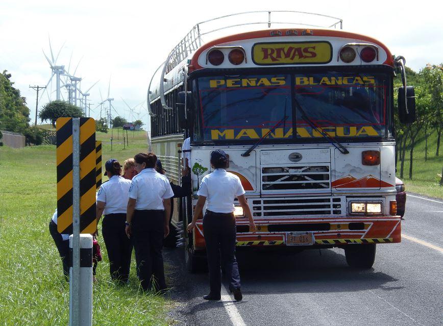 La Policía Nacional y las autoridades de Migración y Extranjería, mantienen un férreo control para evitar el ingreso de los migrantes cubanos varados en Costa Rica. LA PRENSA / R. VILLARREAL