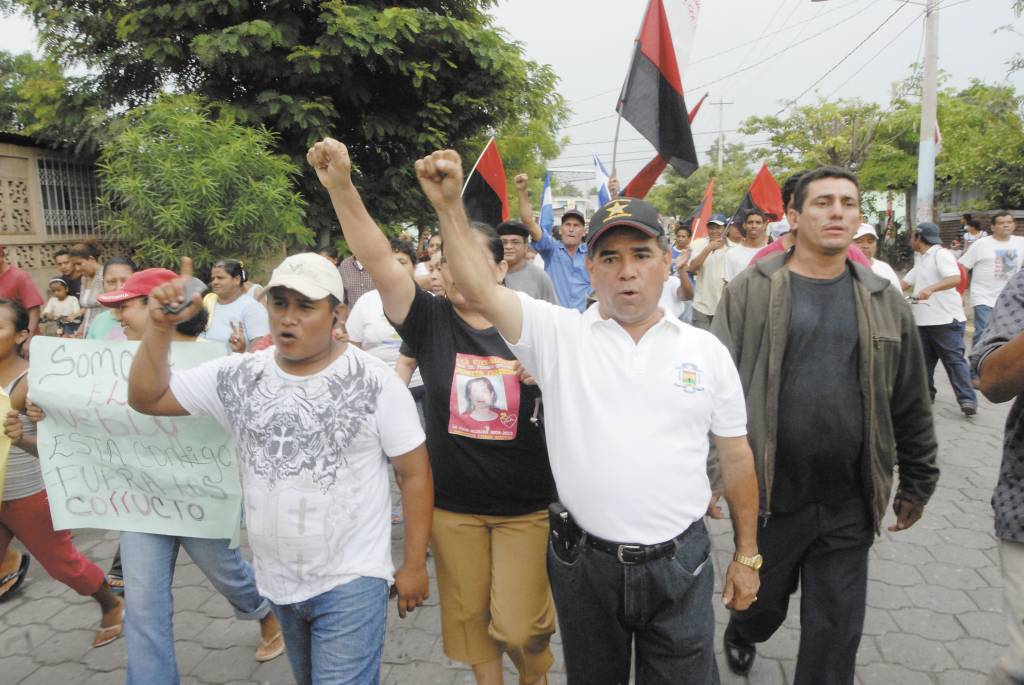 El 26 de junio de 2010 pobladores  marcharon en defensa de Hugo Barquero, alcalde destituido de Boaco.