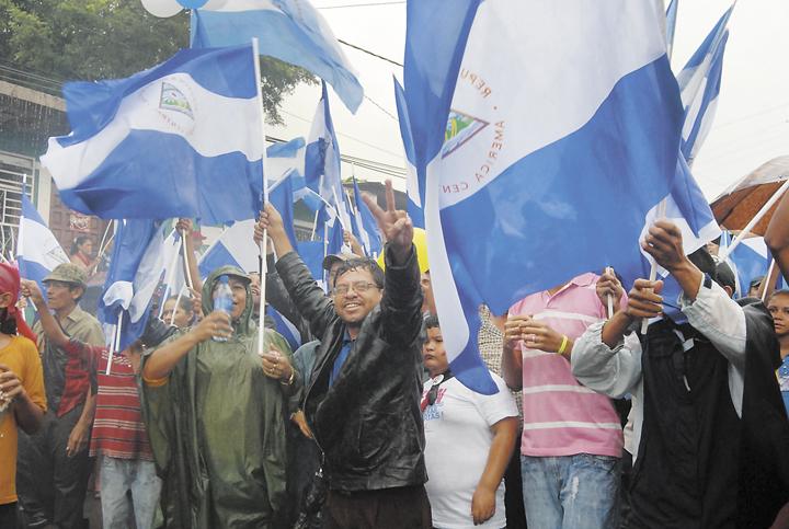 La destitución del alcalde de Boaco, Hugo Barquero, en 2010, fue una de las más polémicas. La población se enfrentó a antimotines, pero algunos pobladores sandinistas hicieron una contramarcha para apoyar la destitución y el nombramiento del nuevo alcalde, Juan Obando.