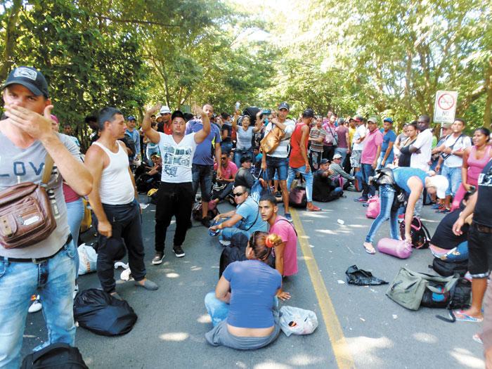El gobierno de Nicaragua expulsó a 1,917 inmigrantes cubanos que provenían de Costa Rica rumbo a Estados Unidos, por lo cual ingresaron de tránsito en Nicaragua, quien desplegó al Ejército y  a la Policía y usó gases lacrimógenos para detener, capturar y deportar a los inmigrantes.  LA PRENSA/R.VILLAREAL