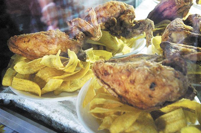 El alto consumo de comida frita, pero también de alimentos ultraprocesados, ricos en sal, azúcar y grasas, está engordando a la población.  LA PRENSA/ ARCHIVO.