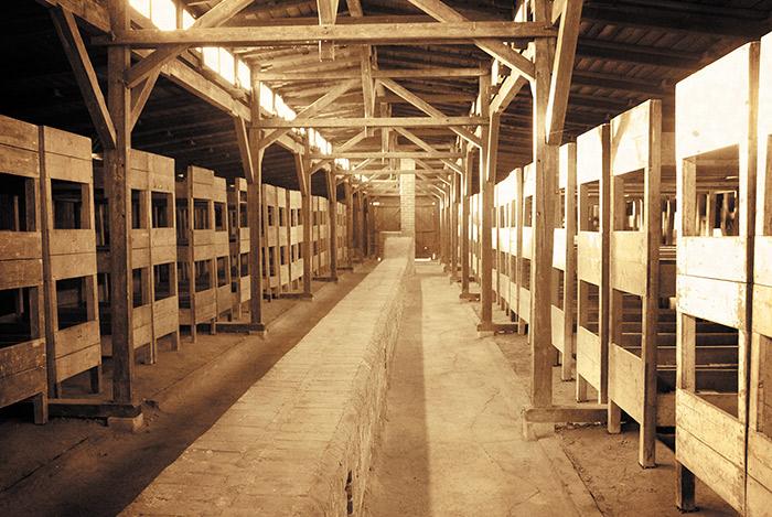 Interior de las barracas comunes, donde dormían miles de prisioneros en condiciones infrahumanas.