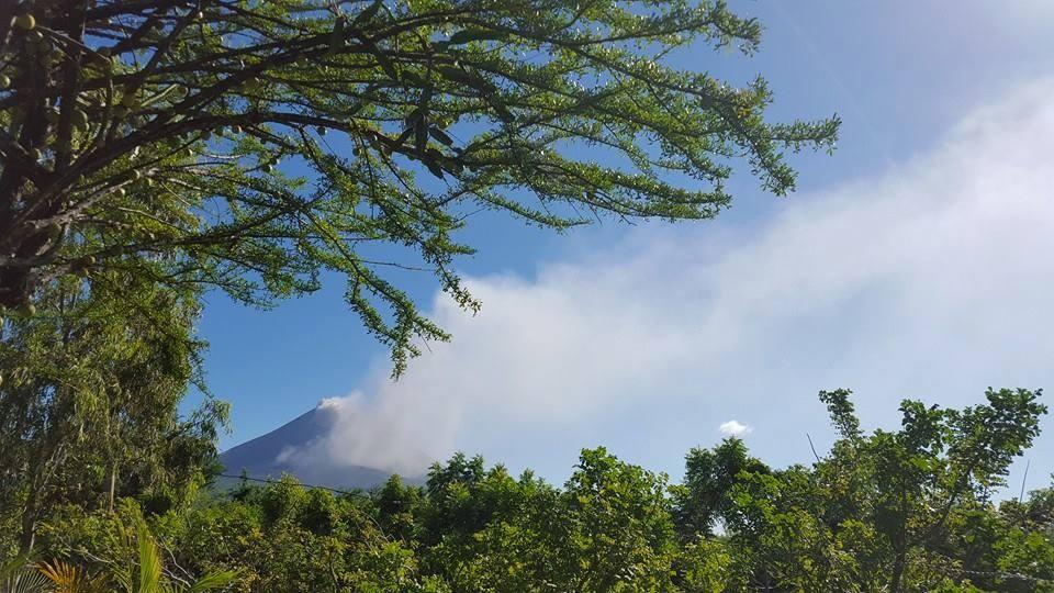 El volcán Momotombo produjo una explosión la mañana de este 1 de diciembre. Foto cortesía