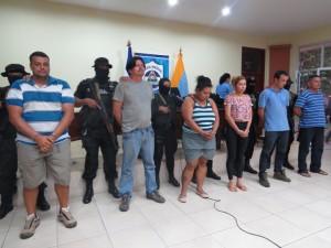 Autoridades presentan a los seis capturados producto de la Operación Cacique. Periodico HOY/ Byanka Narvaez