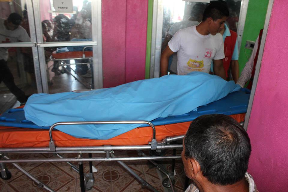 El cuerpo de la niña fue llevado por la Cruz Roja al centro de salud de Sébaco. LA PRENSA/CORTESÍA CANAL 87 DE SÉBACO