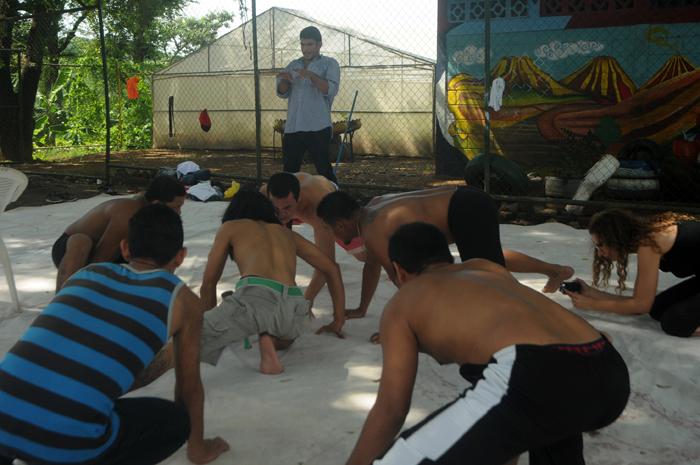 Las clases de teatro les han servido a los reos como una terapia. LA PRENSA/Roberto Fonseca